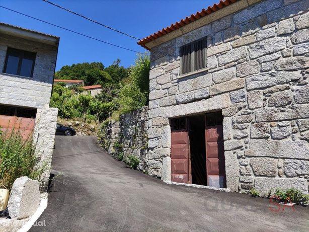 Moradia T2 com terreno em Arcos de Valdevez - para arrendar
