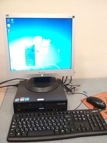 """Продам ультракомпактный комплект LenovoThinkCentreМ58 с мониторо19"""""""