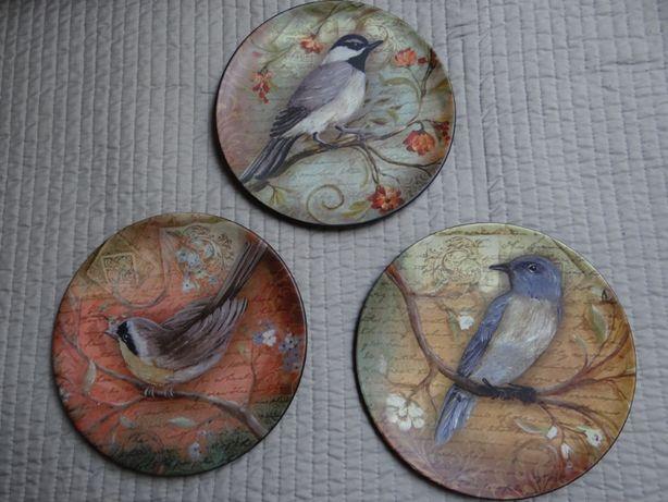 ozdobne talerze z ptakami