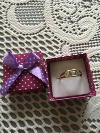 Złoty pierścionek proba 585.