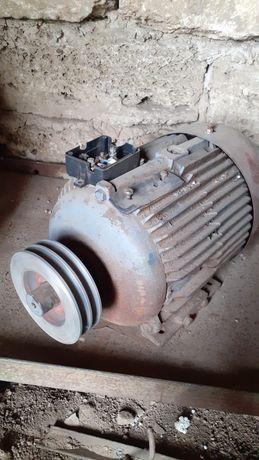 Электродвигатель 4 кв.1000об.мин. 380 в. Шкив 4 ручья..