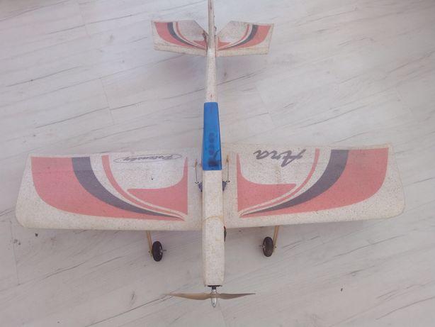 Model samolotu RC ara