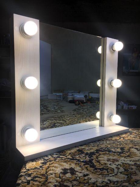 Бюджетное гримерное зеркало. Навесное зеркало с лампочками.
