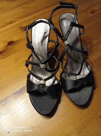 Sandałki czarne satynowe rozm. 38