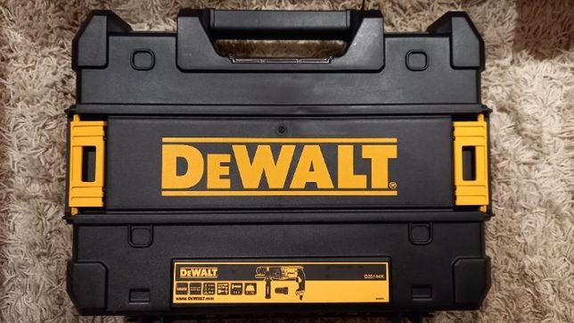 Młotowiertarka udarowa D25144K 900W DEWALT