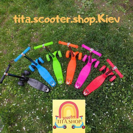 Детские разноцветные трёхколёсные самокаты светящиеся колеса,
