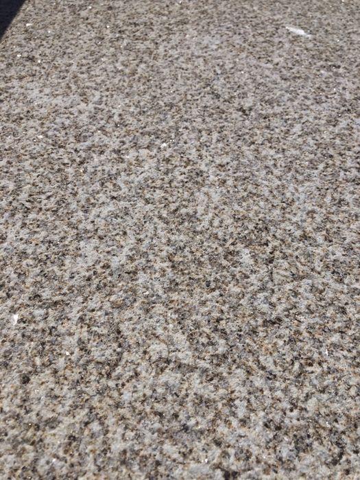 Mosaico de granito amarelo vila real picado Verdoejo - imagem 1