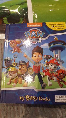 Ksiazka Psi Patrol z figurkami i autkami w j.angielskim