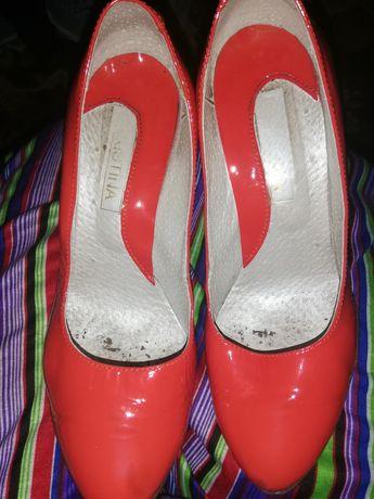 Женские туфли 39 размер