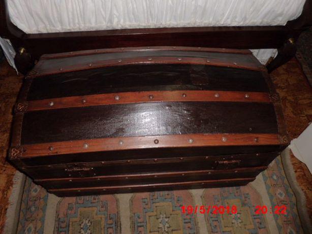 baú antigo estilo brasileiro com mais de 100anos restaurado