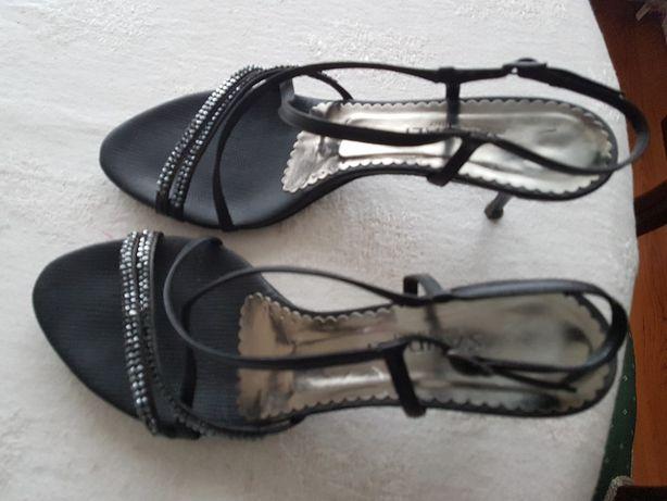 Sandálias pretas em pele com com cristais swarovski novas