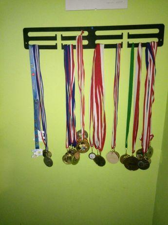 Wieszak na medale, hand made, drewno, prezent, bieg, maraton, medal