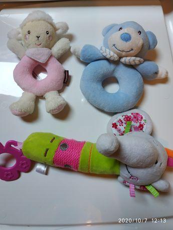 Zabawki dla maluszka, grzechotki, piszczałka