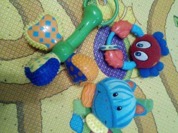 Прорезыватели,погремушки,игрушка на руку плейгро