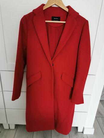 Elegancki czerwony płaszcz xs bershka
