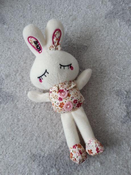 Piękna maskotka królik jak nowa