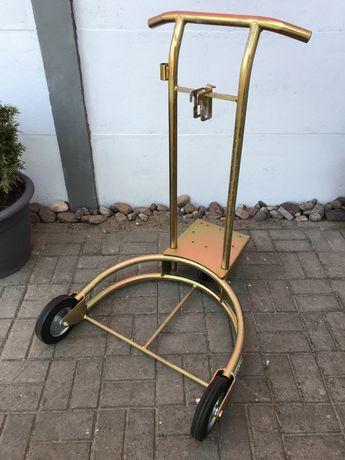 Wózek do transportu beczek