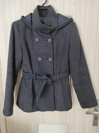 Szary płaszcz damski kaptur
