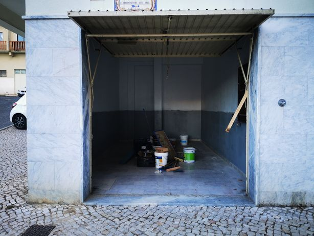 Garagem acesso directo a rua