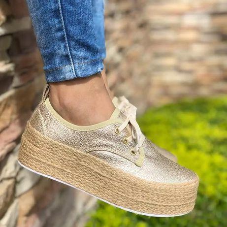 Слипы золотистые, кроссовки, ботинки