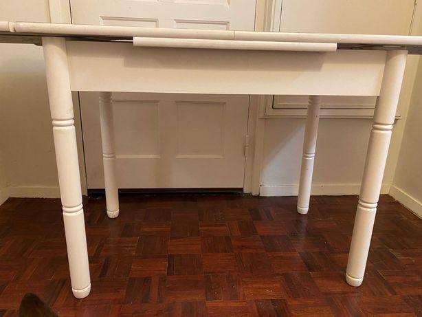 Mesa de cozinha c/2 cadeiras