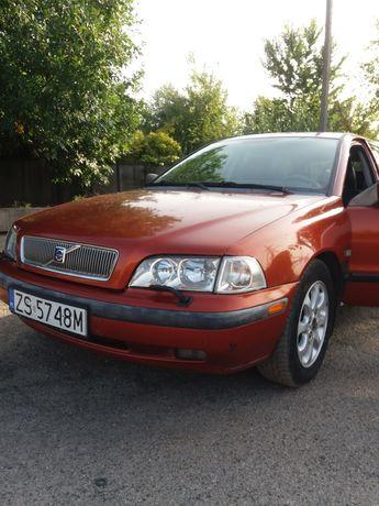 Volvo V40 turbo.