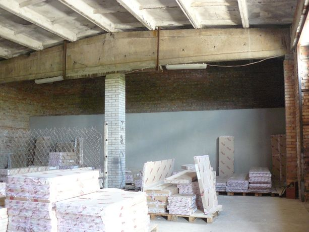 Продам будівлю гаражів з земельною ділянкою під СТО в місті Бар