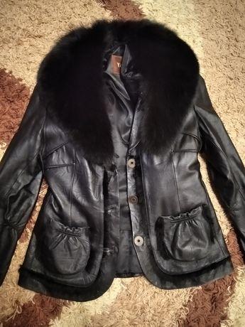 Зимняя кожаная куртка с воротником песец
