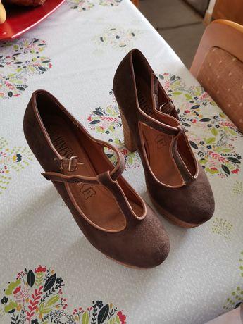 Vários Sapatos altos