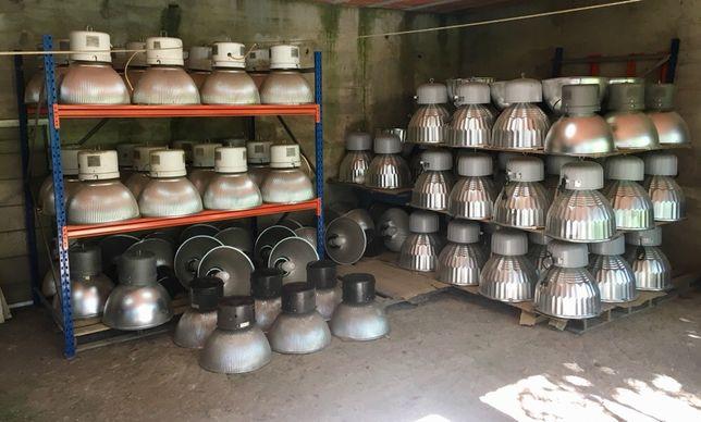 Lote Candeeiros Industrias com lâmpadas e vidros