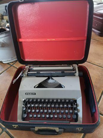 Sprzedam maszynę do pisania cena do propozycji