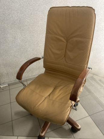 Fotel obrotowy Skora