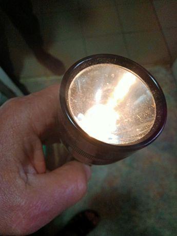 Продам фонарь MAG-LITE с батарейками. Оригинал.