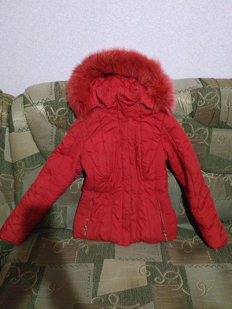 Красная зимняя курточка на худенькую девочку