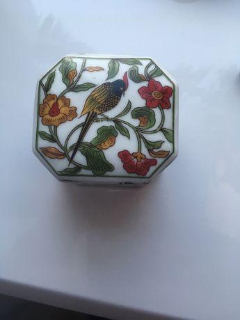 Керамічна шкатулка з цікавим розписом