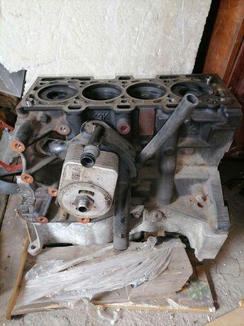 Продам блок на двигатель  1.5 dis k9kf830 с рено логан 2