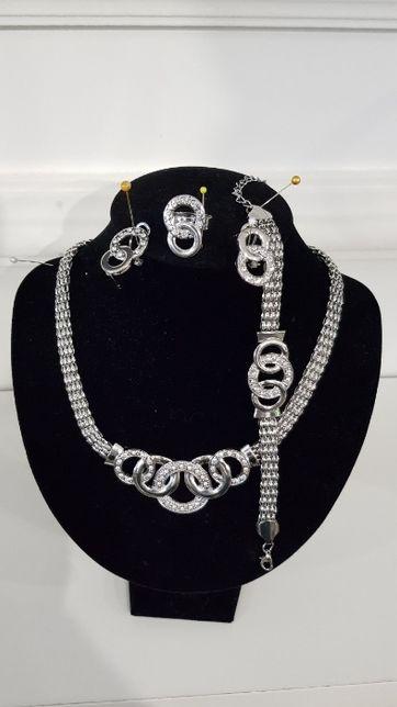 Zestaw biżuterii - wisior bransoletka kolczyki pierścionek