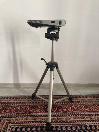 ZESTAW projektor Optoma ML1500e z solidnym statywem