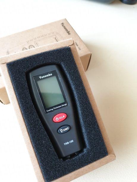 Cyfrowy mini miernik grubości lakieru Yunombo YNB-100 z pokrowcem