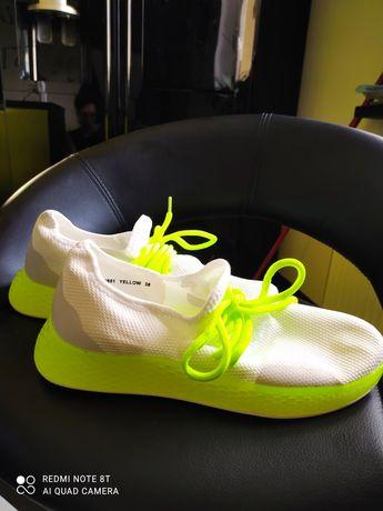 Buty do biegania i nie tylko neonowe