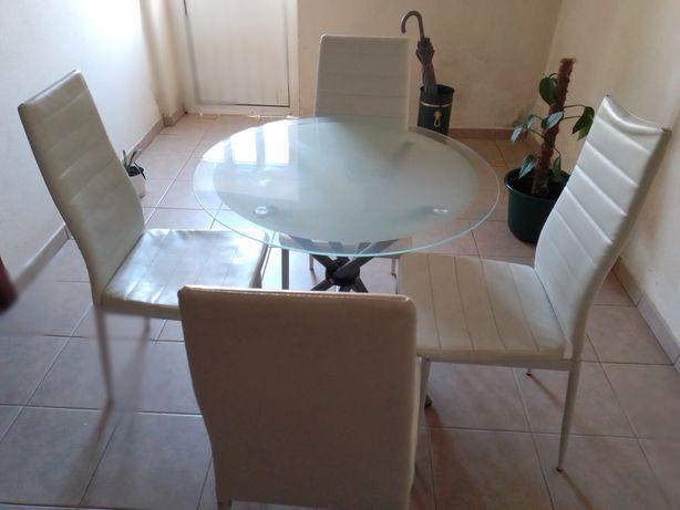 Mesa e 4 cadeiras