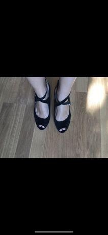Туфли черные на танкетке замшевые