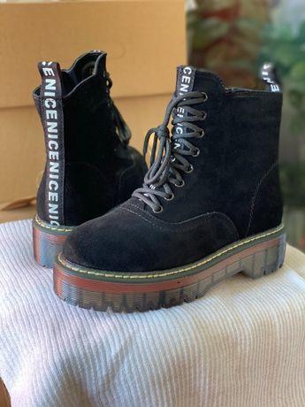 Удобные ботинки из натуральной замши на байке