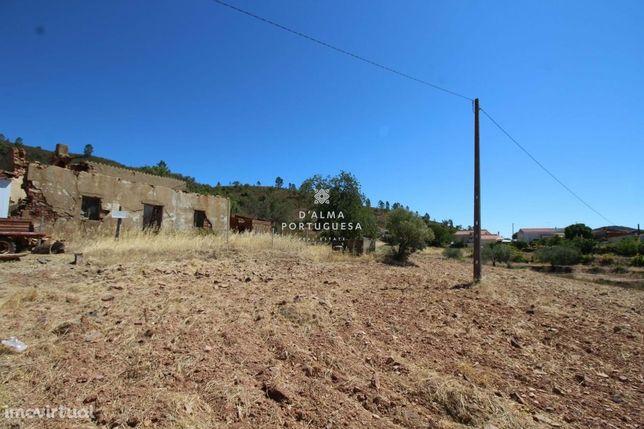 Terreno com 4.565m2 com 2 Ruinas  para Recuperar em Salir