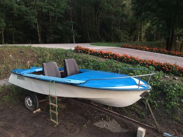 Łódz wędkarska z wózkiem i silnikiem, długość 5m