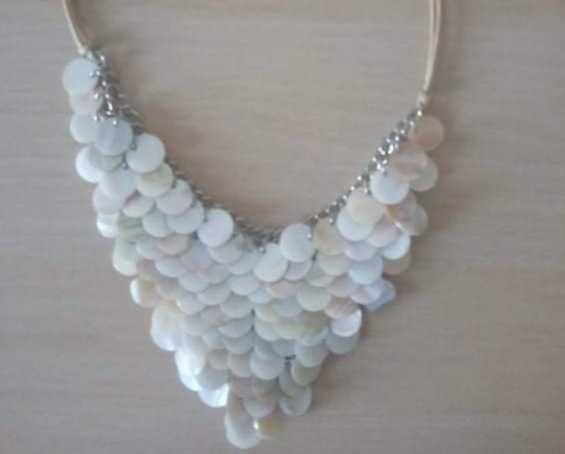 Naszyjnik z białej masy perłowej,