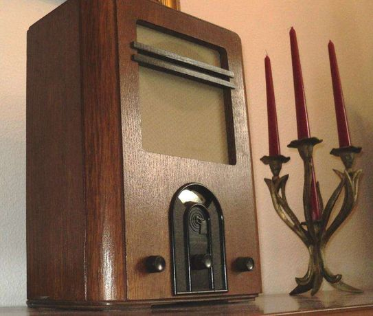 Radio antigo de madeira dos anos 70-80 - a tocar bem