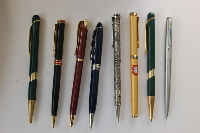 utensílios de escrita canetas e esferográficas