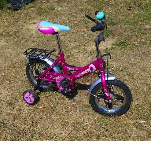 Детский велосипед с боковыми (вспомогательными) колесами