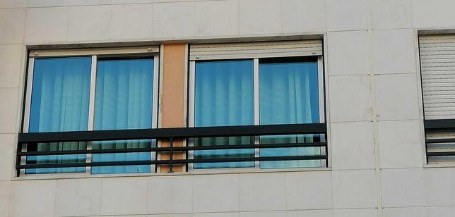 3 Janelas impecáveis de vidro duplo em lacado branco com aros